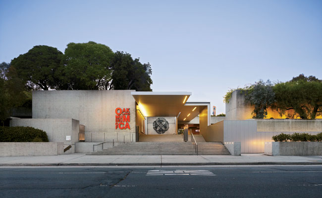 1969年に完成したオークランド博物館は、美術館・歴史博物館・自然博物館の3つの建物が、屋上庭園とテラス、中庭などの公園でひとつに統合されるという造りでした。